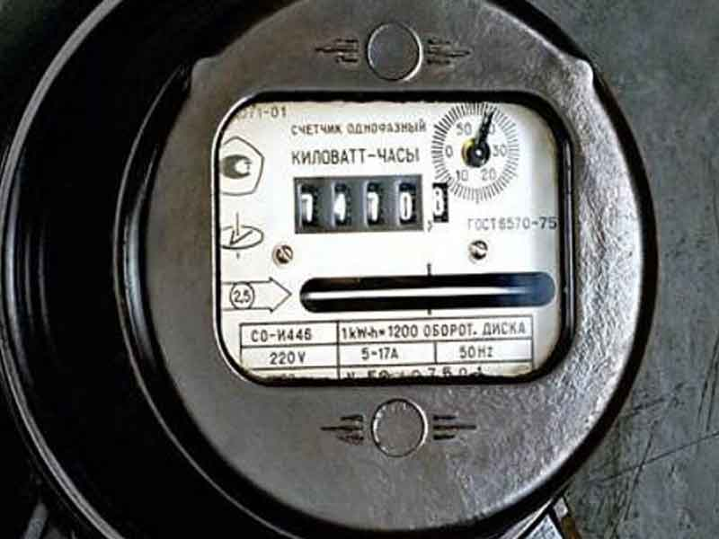 Электрический счетчик старый