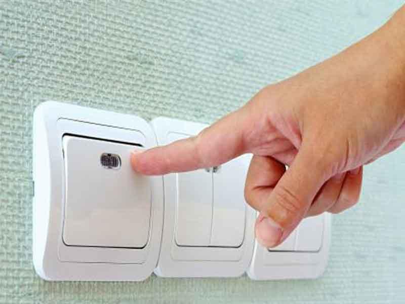 Проходной двухклавишный выключатель